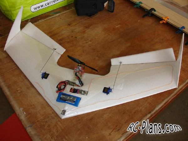 plans flying wing Pyth 700